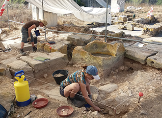 Students of archaeology