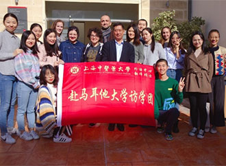 Group photo - Confucius Institute students and staff
