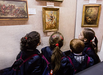 Children looking at art