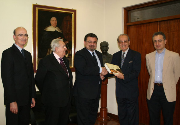 Presentation of Book by the English-Speaking Union to University Rector
